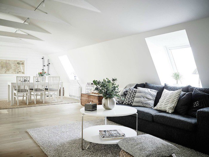 Salon scandinave avec canapé noir - Boutique-gain-de-place.fr