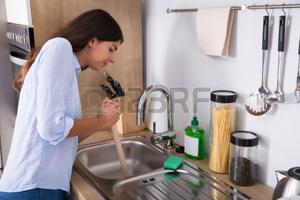 évier de cuisine bloqué
